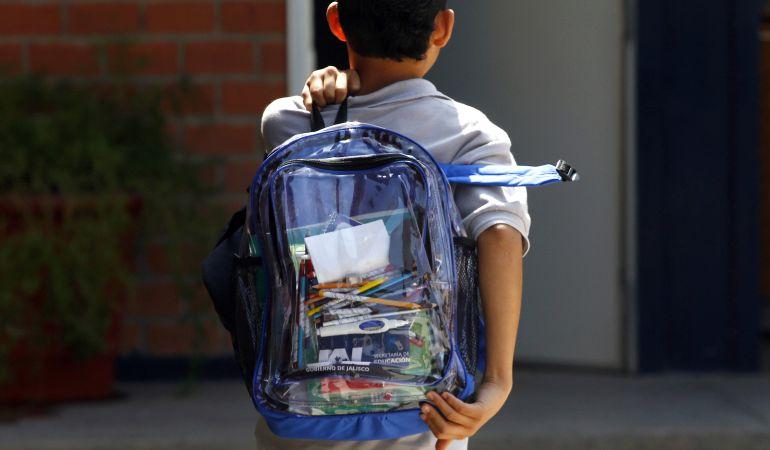 Medio centenar de alumnos caminó más de tres kilómetros por la huelga de autobuses