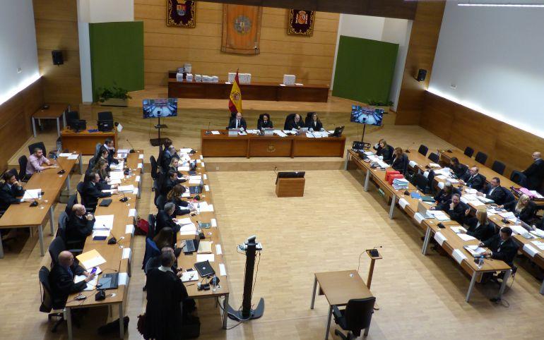 Un momento del juicio en la Facultad de Económicas de Cáceres.