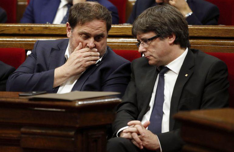 El presidente de la Generalitat, Carles Puigdemont, y el vicepresidente Oriol Junqueras