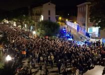 Més de 2.000 persones clamen contra l'empresonament de Cuixart i Sànchez