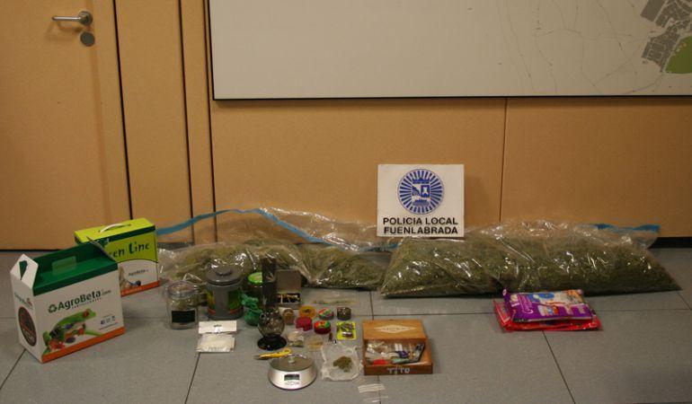 Imágen de la droga y el material incautado por la Policía Local de Fuenlabrada.