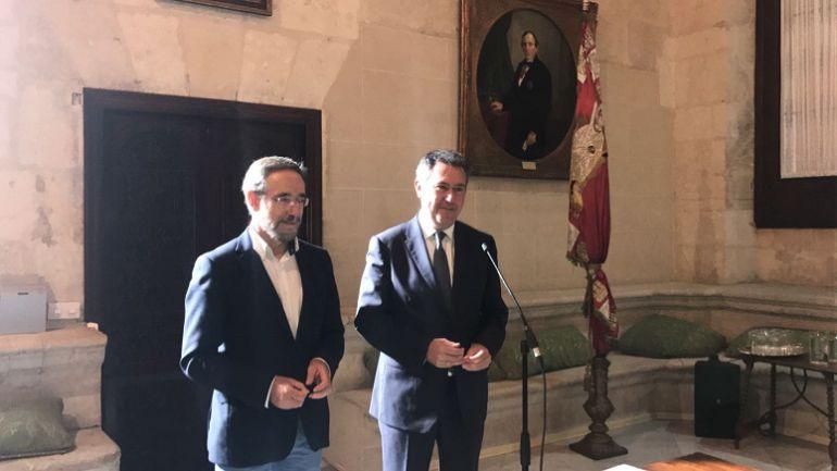 Felipe López, consejero de Fomento y Juan Espadas, alcalde de Sevilla