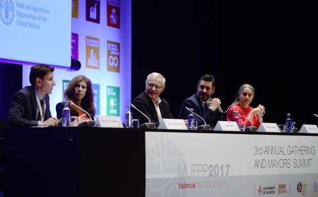 El Alcalde de Valencia,en el primero de los actos del encuentro de alcaldes por la alimentación