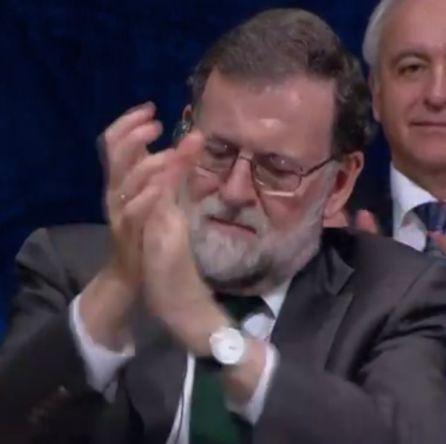 Mariano Rajoy aplaude la intervención de Antonio Tajani.