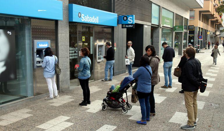 Sin aglomeraciones en los cajeros sercat cadena ser for Cajeros sabadell valencia
