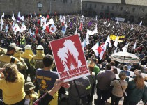 Miles de personas piden la dimisión de Feijoo por la gestión de los incendios