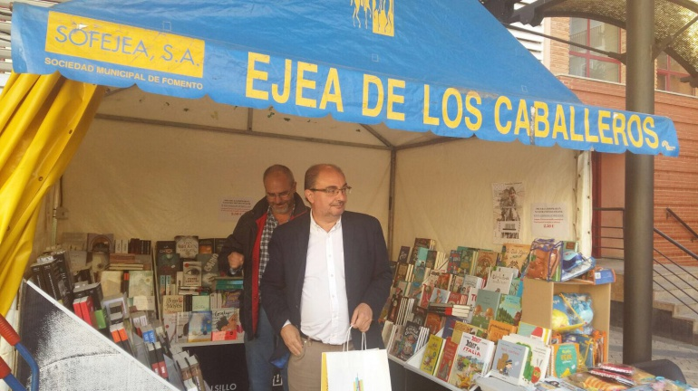 Javier Lambán se ha referido a Cataluña en la Feria del libro de Ejea
