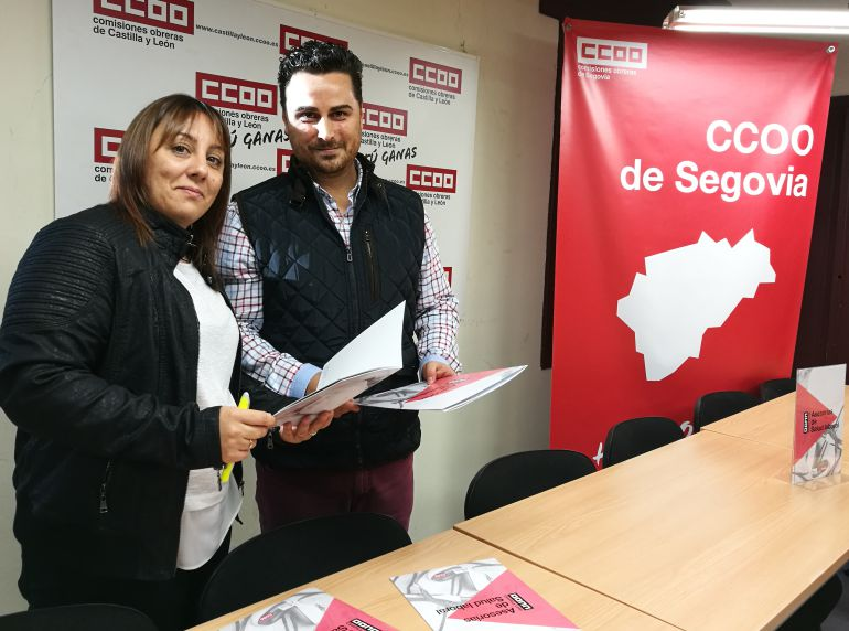 Sheila Canelos y Alex Blázquez durante la presentación de la nueva guía en materia de prevención y salud laboral