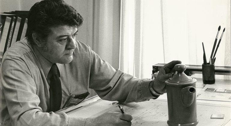 Luís Fumanal en su despacho de la fábrica de San Claudio