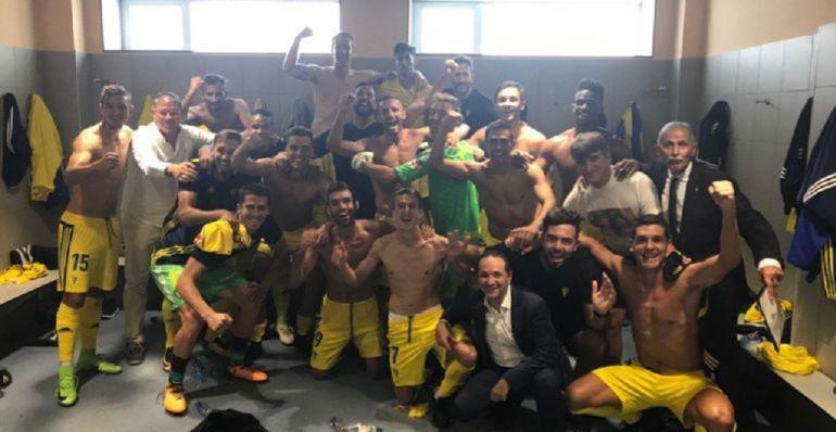 El equipo celebra la victoria ante el Lugo esta temporada