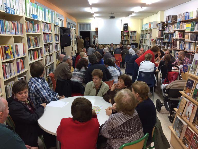 Vecinos de Larreaundi en la primera cita de participación ciudadana.