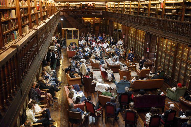 Bibliotecas algo m s que un sitio de lectura radio for Biblioteca iglesia madrid