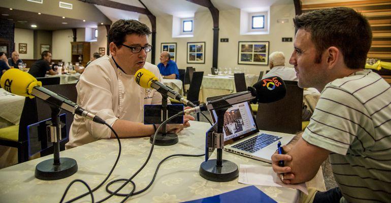 El gerente de Casa Herminia, Alberto Fernández, durante la entrevista.