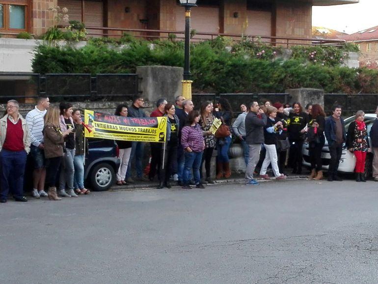 Protestas a la puerta del Hotel Real.