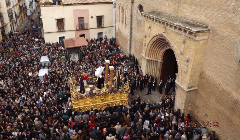 Imagen de la malograda salida del misterio de Torreblanca desde Santa Marina con motivo del Vía Crucis del Año de la Fe en 2013