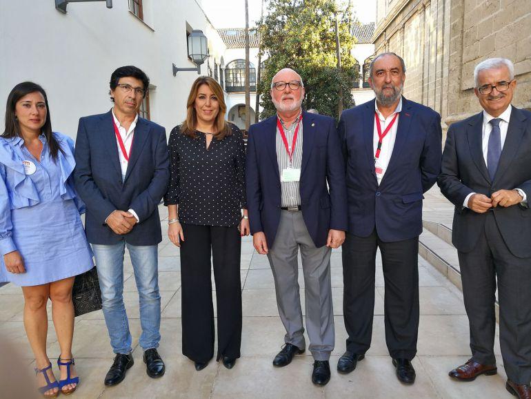 Susana Díaz junto a representantes del PSOE de La Línea, la parlamentaria Rocío Arrabal y su vicepresidente de la Junta.