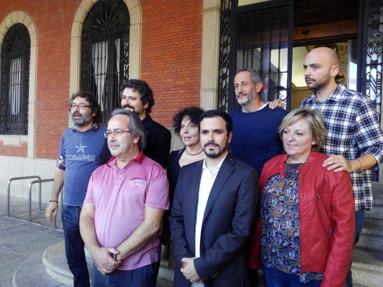 El actual Coordiandor Federal de Izquierda Unida en su visita al Ayuntamiento de Zamora, junto al alcalde de Zamora y distintos cargos públicos de la coalición de izquierdas