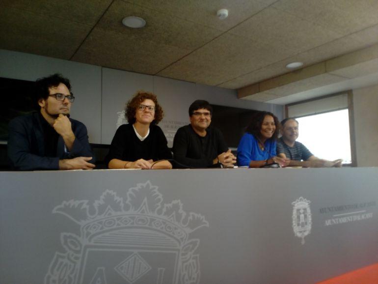 Los cinco ediles de Guanyar en sala de prensa del Ayto de Alicante