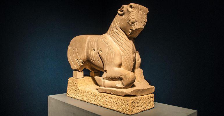 Toro de Porcuna en la sala de exposiciones del Museo de Jaén.