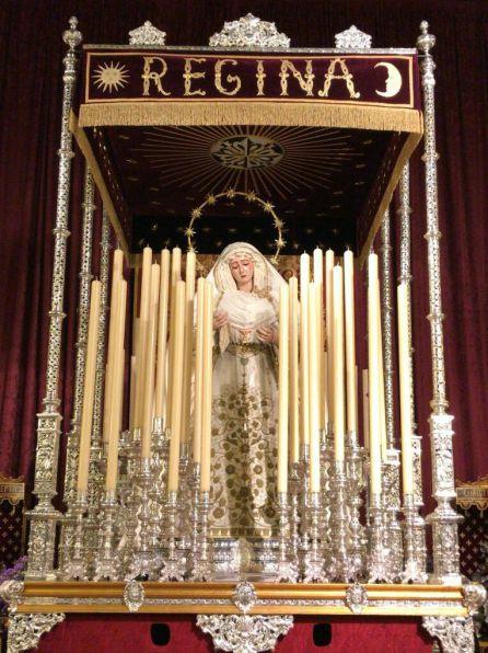 La Virgen del Rosario de Montesión en sus andas con palio