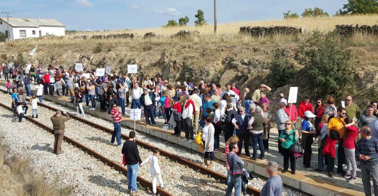 Manifestación de los vecinos de la zona norte por la llegada del Cercanías a Soto del Real