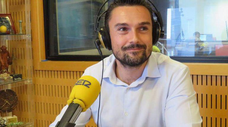 Martín Vila, en los estudios de Radio Cádiz