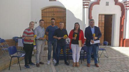 Equipo de los Caminos del Vino junto a Joaquina Rodríguez y Francisco Javier Pérez