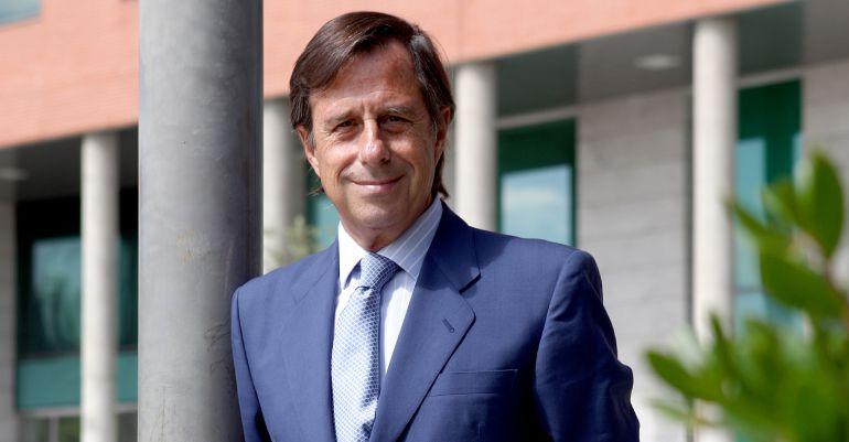El alcalde de Alcobendas, Ignacio García de Vinuesa a las puertas del consistorio