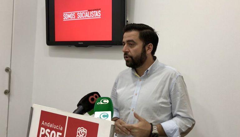 Fran González comparece ante los medios para anunciar su candidatura a la secretaría local del PSOE