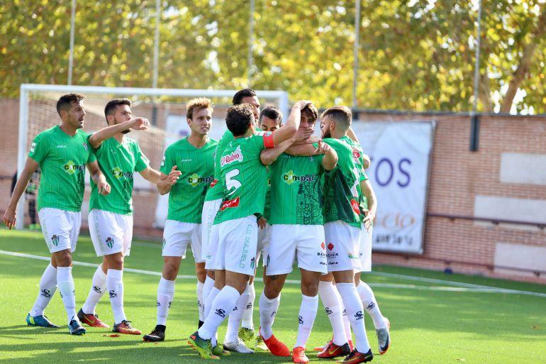 Los jugadores del Guijuelo festejan uno de los goles ante el Navalcarnero. Imagen del club.
