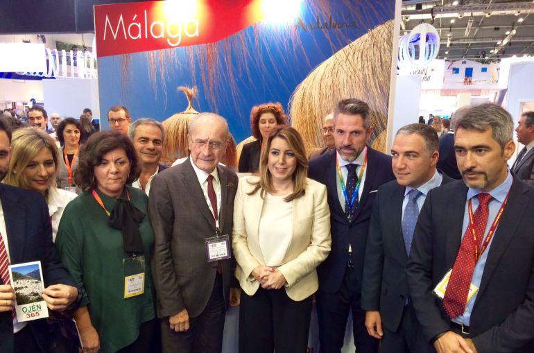 Bendodo junto a la presidente de la Junta, Susana Díaz, y varios alcaldes de la provincia de Málaga, en Londres