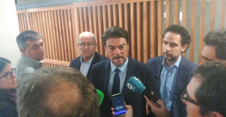 Luis Barcala en sala de prensa del Ayuntamiento