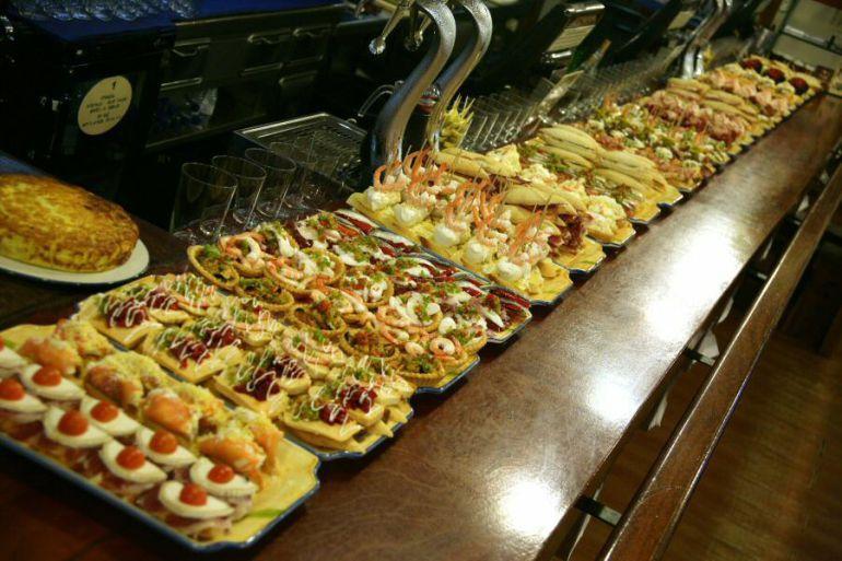 Los pintxos son uno de los más destacados atractivos de la gastronomía vasca