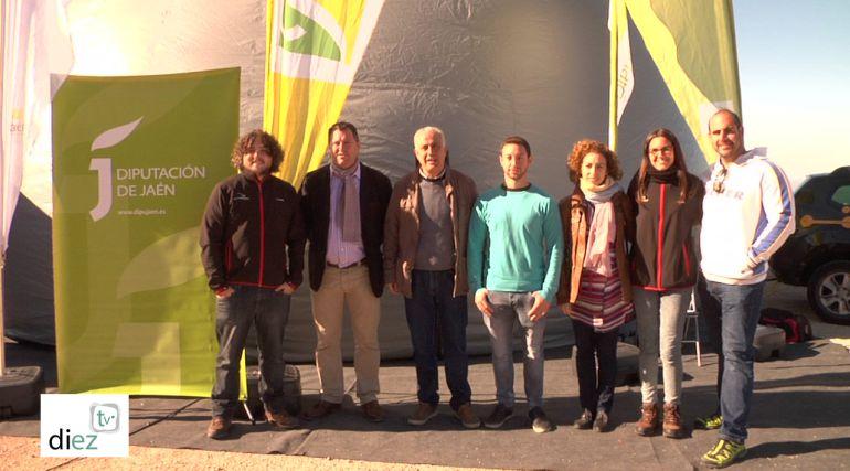 El director de Astroandaluz, José Jiménez, diputado de medio ambiente, Pedro Bruno, alcalde de La Iruela, José Antonio Olivares y concejales en la visita al planetario