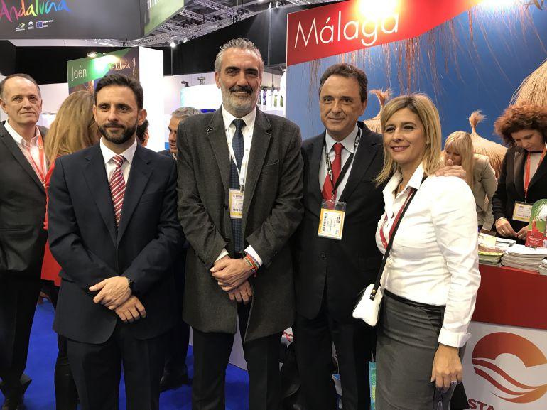 Alcaldes de la provincia y empresarios en el expositor de Málaga en Londres