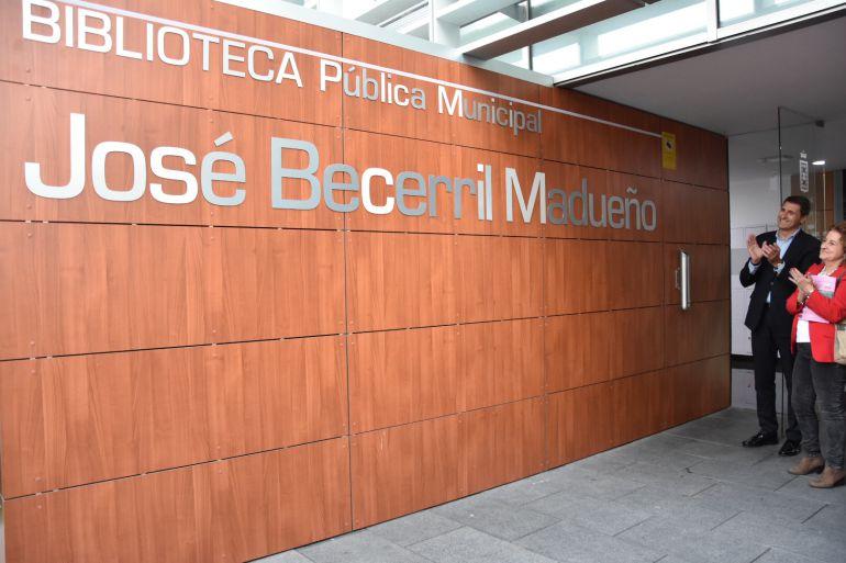 Placa nominativa de la Biblioteca Municipal de Baza