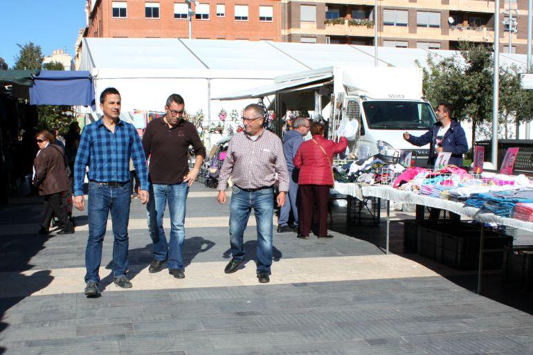 Almassora inicia la reestructuración del mercado ambulante con el traslado de 12 puestos a la plaza de España