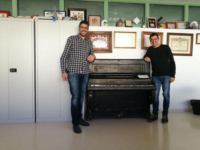 Rafa Ivars y José Andrés Ferrer, presidente y vocal de la Sociedad Lírica y Musical de Benissa.