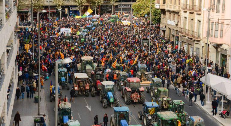 Talls de carretera, tractorada i concentracions en la jornada de vaga: Talls de carretera, tractorada i concentracions en la jornada de vaga