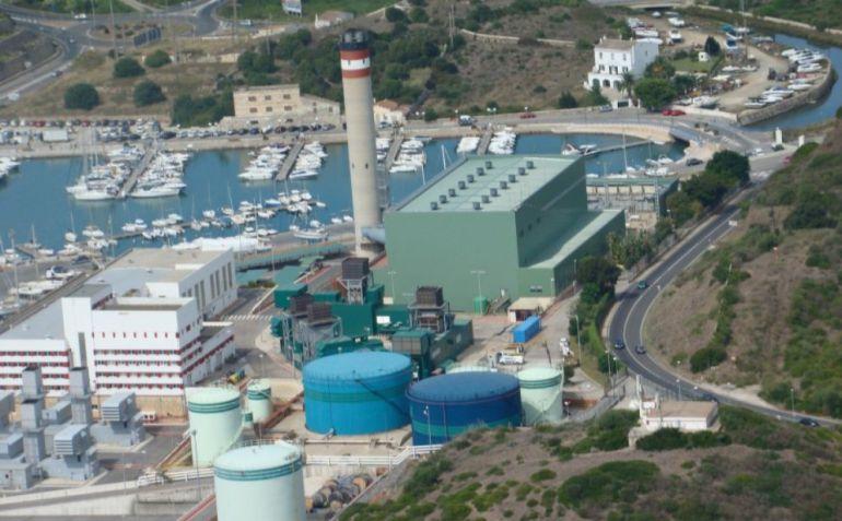 Las instituciones quieren que Endesa deje de usar fuel en la central térmica y pase a quemar gas.
