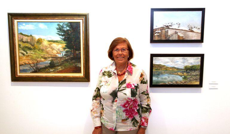 Maribel Flórez en la inauguración de su exposición de pintura