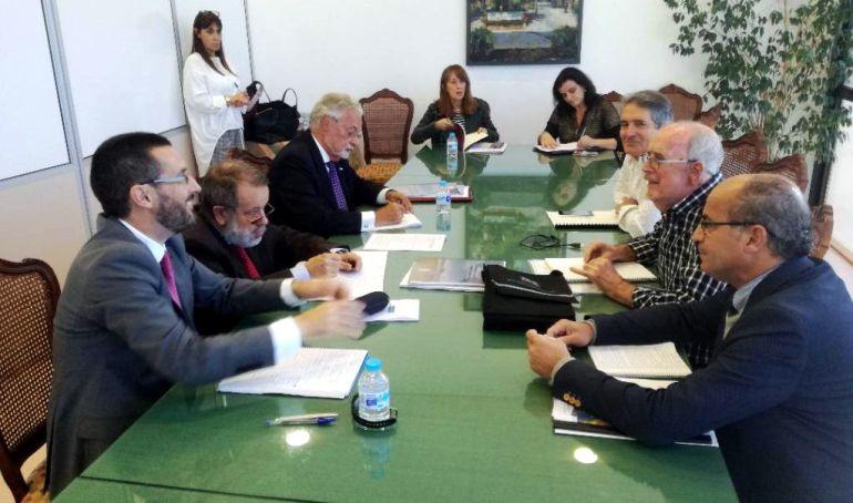 Un momento de la reunión de Francisco Fernández Marugán y Jesús Maeztu con los responsables de Apymell, Lorenzo Pérez, Flavi, Juan Álvarez y ASCTEG, Juan José Uceda