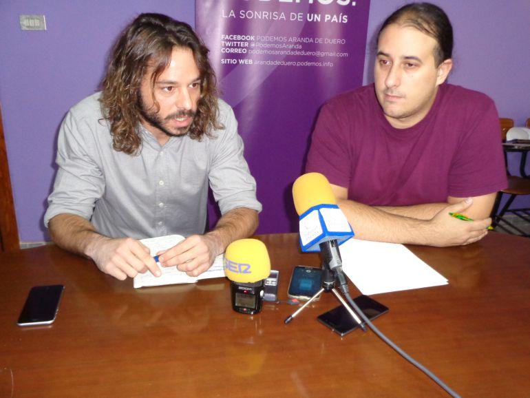 Miguel Vila, diputado nacional de Podemos y Mario López, concejal de Sí Se Puede Aranda