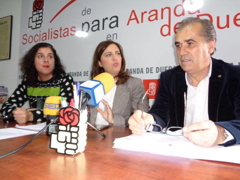 Mar Alcalde, concejal del Ayuntamiento de Aranda, Esther Peña, diputada nacional y Luis Briones, procurador regional