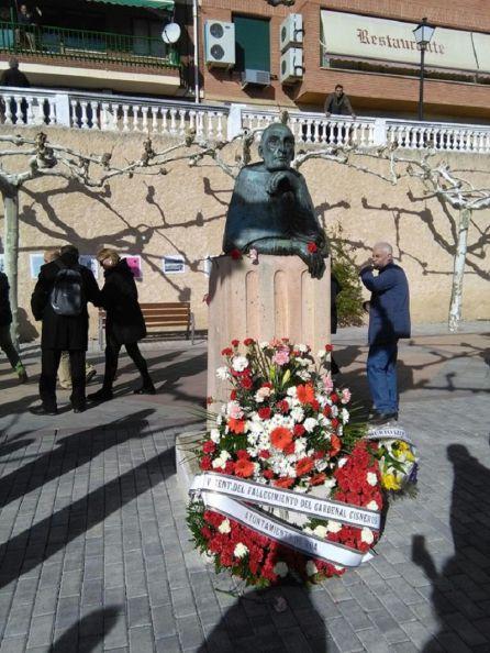 Ofrenda de flores en el monumento del Cardenal Cisneros de Roa de Duero