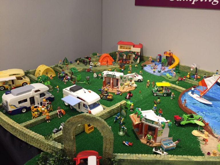La exposición tiene varias zonas, una de ellas dedicada a un camping