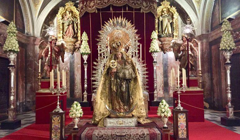 La Virgen del Amparo durante su besamanos del pasado fin de semana