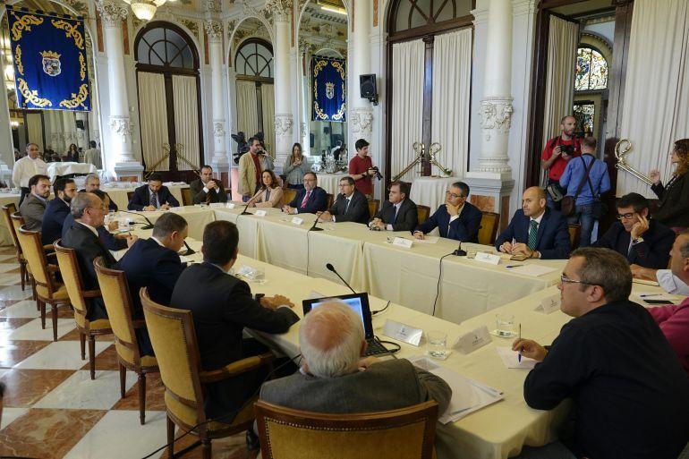 Reunión celebrada este viernes en el Ayuntamiento de Málaga
