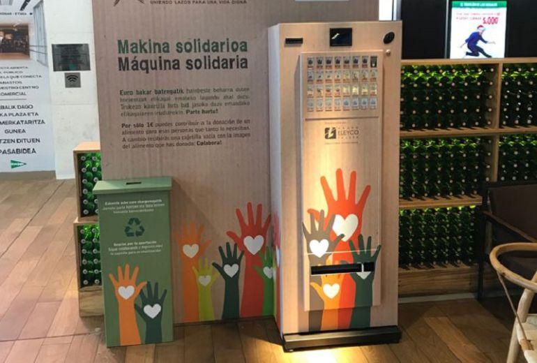 La Plaza de Abastos de Vitoria instala una máquina solidaria de alimentos