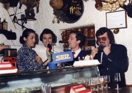 Juana Mari Moreno, Manuel Moreno, propietario de Mesón El Copo, Diego y Juan Ricardo Delgado duurante la emisión del programa de Espectáculos DELSI en Radio Algeciras.